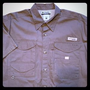 Columbia Men's button down short sleeve size Med